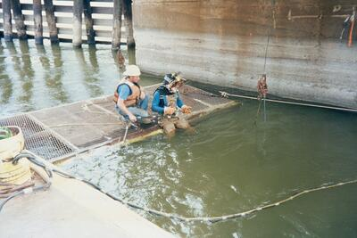 1995 L4B Timber Cribbing & Cell Repairs 26 Gary Dondlinger and Mike Boser