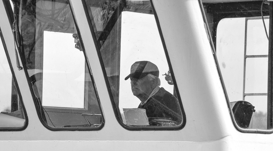 2011 Jim ONeill at the helm of the John Manning at Lock and Dam 11