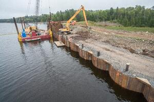 J.F. Brennan constructs a cellular cofferdam for a large-scale work area