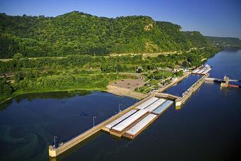 Lock and Dam, Barge Transportation, Upper Mississippi River