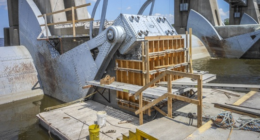 concrete repairs, dam construction, dam repairs, cofferdams, gate repairs, embedded metals, roller gate repairs, mississippi river construction