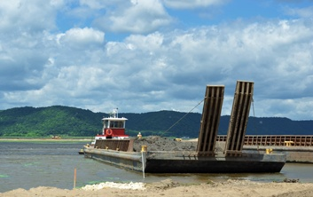 mechanical dredging, barge transport, material barge, Mississippi River dredging, island restoration, EMP projects