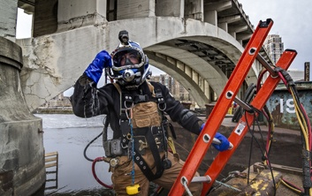 underwater construction, commercial divers, dive contractor, certified commercial divers, brownwater diving, pro dive, brennan divers, diver contruction