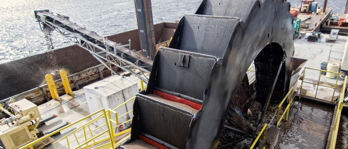 slider-environmental-dredging_9.jpg