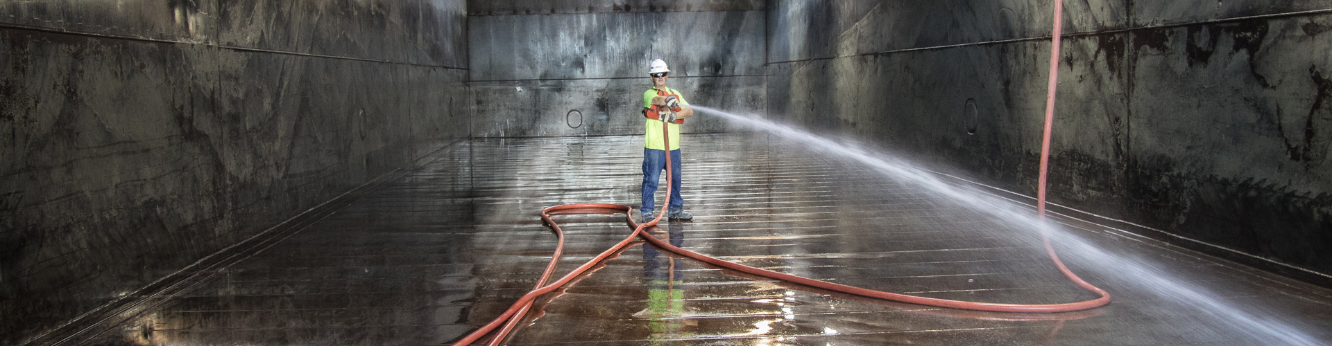harbor services, barge cleaning, upper mississippi river services, inland waterway services, inland river services, hopper barge cleaning