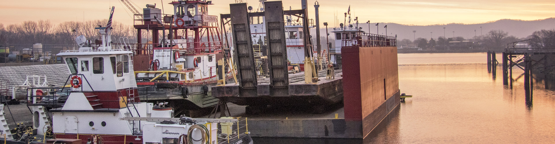 dry dock vessel repairs, inland river services, harbor management services, vessel repairs, dry dock services, upper mississippi river dry dock, barge repairs, towboat repairs, steamboat repairs