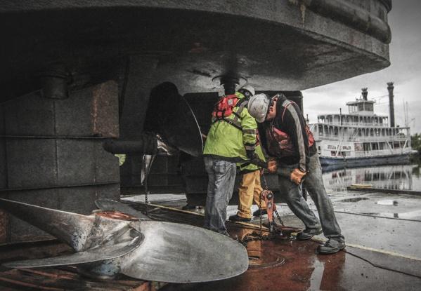 barge repairs, barge service, vessel repairs, mississippi river dry dock, mississippi river barge repair, la cross wi, la crosse dry dock, propeller replacement