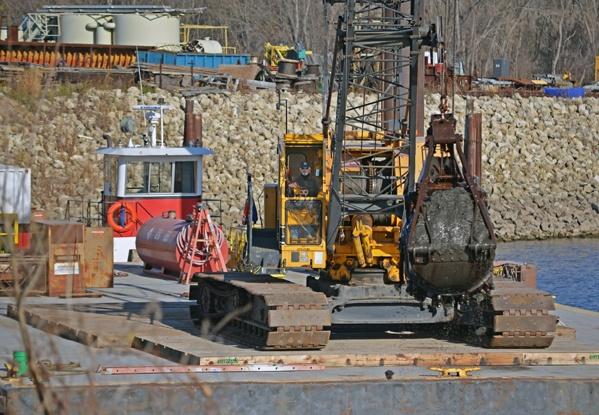 dredging contractor, mechanical dredging, clamshell dredging