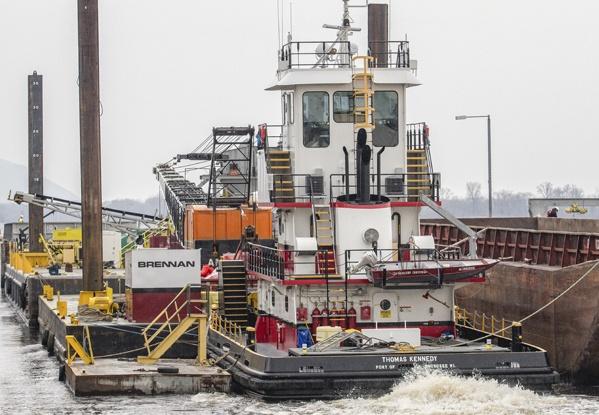 marine construction, marine support, mississippi river construction, illinois river construction, water construction, towing, barge construction