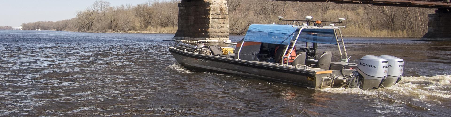 hydrographic survey of railroad bridges, hydrographic survey, railroad bridges, Mississippi River, bathymetric survey